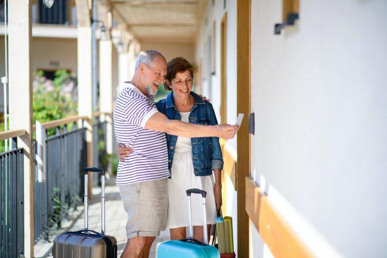 senioripariskunta menossa lomahuoneistoon